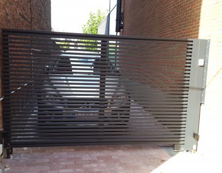 Hekwerk : veilig met horizontale kokerprofielen in gepoedercoat staal