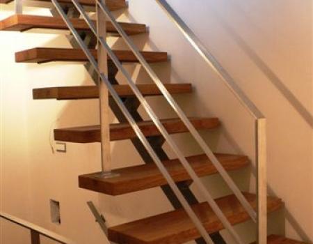 Trapleuning : design,  met horizontale, platte profielen, in RVS