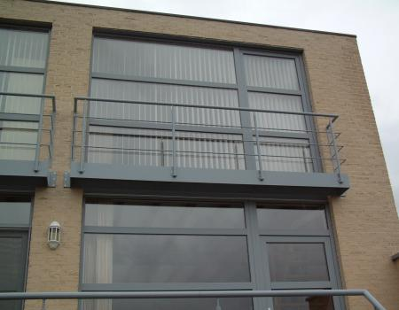 Balkon in gepoedercoat staal met balustrade model Mars