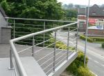 Designterras, gemetalliseerd en gepoederlakt, met terrasplanken in houtcomposiet, Terrasstructuur in staal