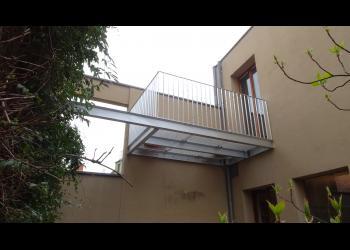 Vakantie thuis in de stad: investeer in een terras in staal