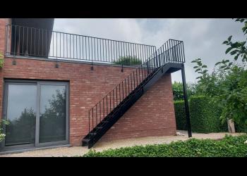 Buitentrap met balustrade volgens NBN B 03-004