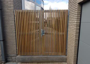 Gegalvaniseerd draaihekken met beide zijden houten spijlen