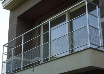 Balustrade met strekmetaal, gegalvaniseerd.