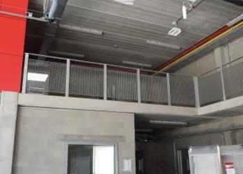 Balustrade in gegalvaniseerd staal met roostervulling