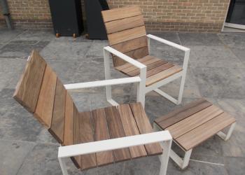 Staal gepoedercoat in combinatie met hout