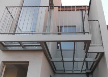 Structuur terras in gepoedercoat staal