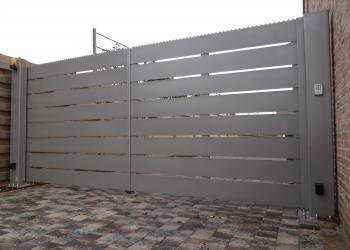 draaihekken: semi-gesloten, privacy, met horizontale plaatstroken, gepoederlakt