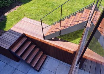 Buitentrap in staal met hout
