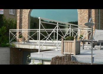 Semi-klassieke balustrade met kruismotief gepoedercoat