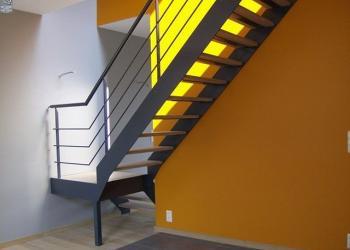 Borstwering trap: modern, sober, simpel, met sierlijke steun, design