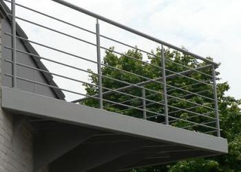 Balustrade met horizontale, ronde profielen
