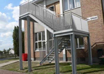 Reling trap:  veilig, gesloten NBN B03-004 school