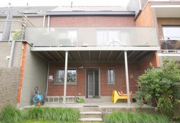 Gemetalliseerd en gepoederlakte terrasstructuur met steunpalen en loopvlak met Twinson terrasplanken