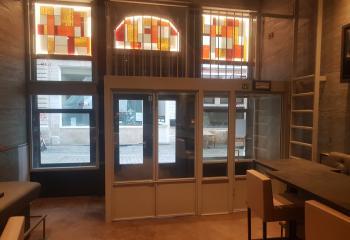 Indoor glasramen/deuren, ladder, balustrade, podium in staal